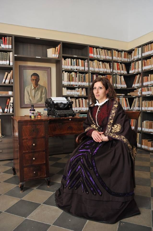 #AbitoinBasilicata #Tradizioni  Grazie alla Fondazione Leonardo Sinisgalli costume d'epoca dell'inizio del '800 indossato da famiglie benestanti di Montemurro