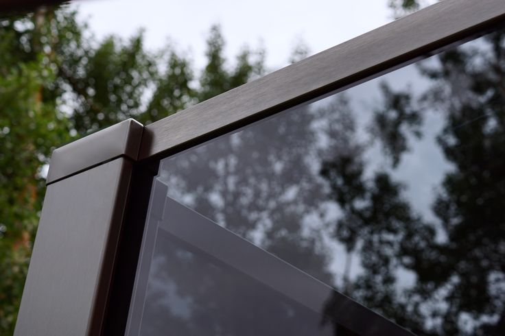 Glassrekkverk i design Sonate En med sotet glass og syrefast stål.  Photo: YM-ylvameltvedt