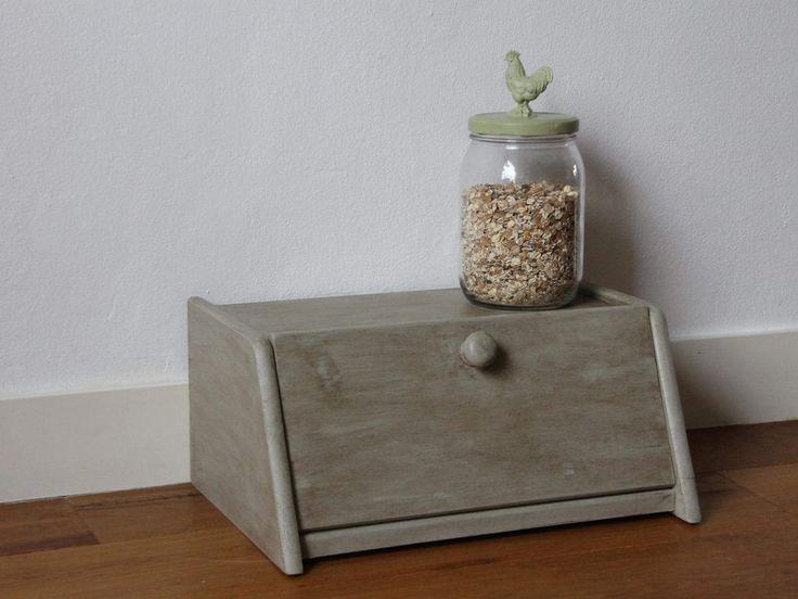 Wooden bread box pimped in grey rustic chic style door KijkMaris op Etsy