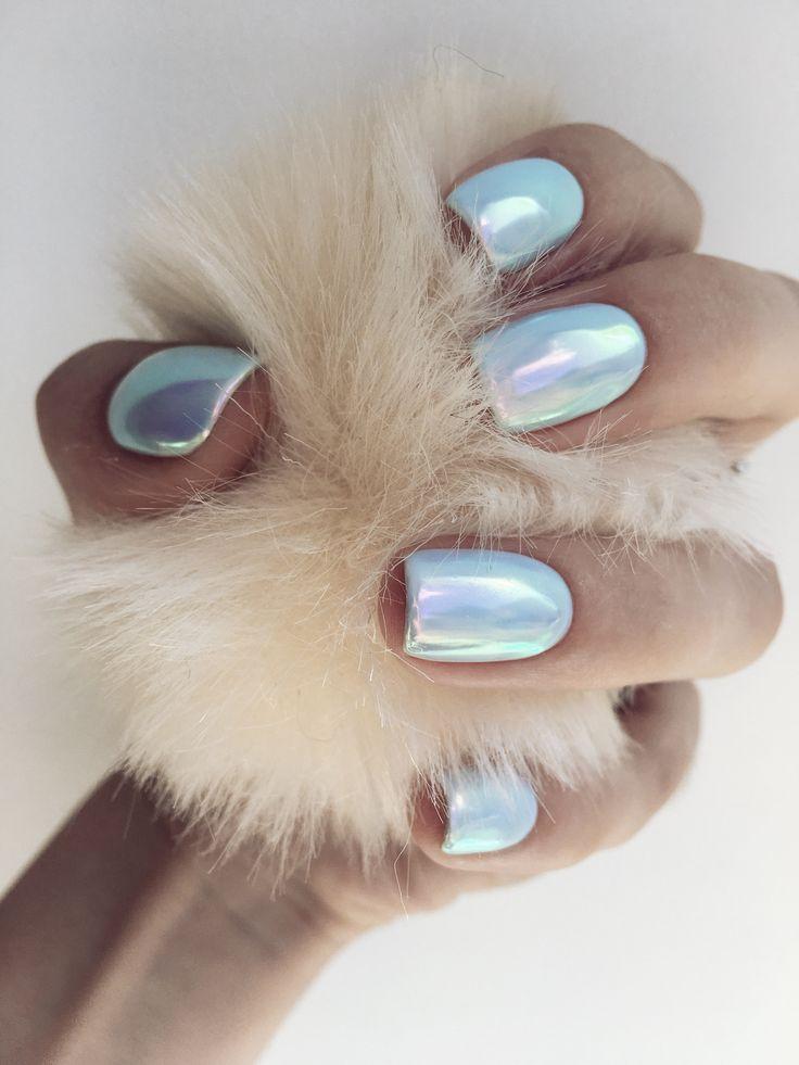 Голубые ногти с втиркой