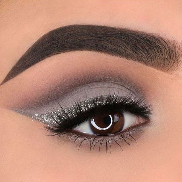 """On a silver streak and cool toned kick @glambymyra glammed up those eyes with grey tones from…"""" #GlitterEyeshadow"""