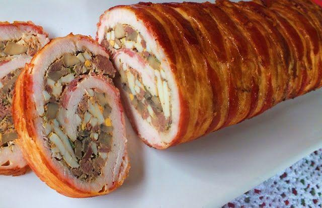 Baconbe tekert pulykamellrolád