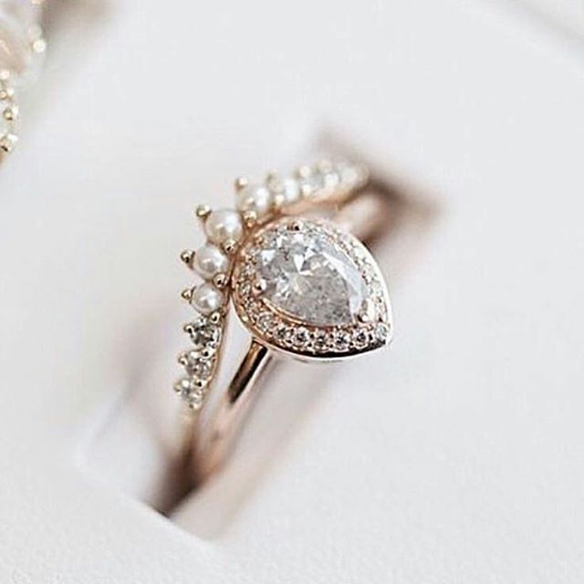 Stunning combination of diamonds and pearls designed by @annasheffield