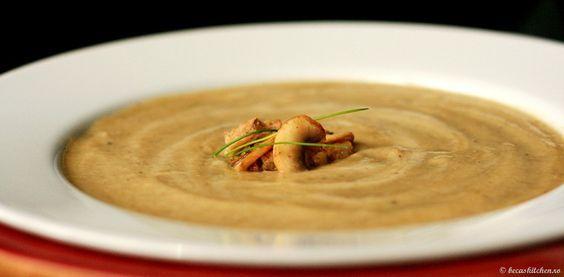 Supa crema de ciuperci cu nuci si crutoane din paine integrala