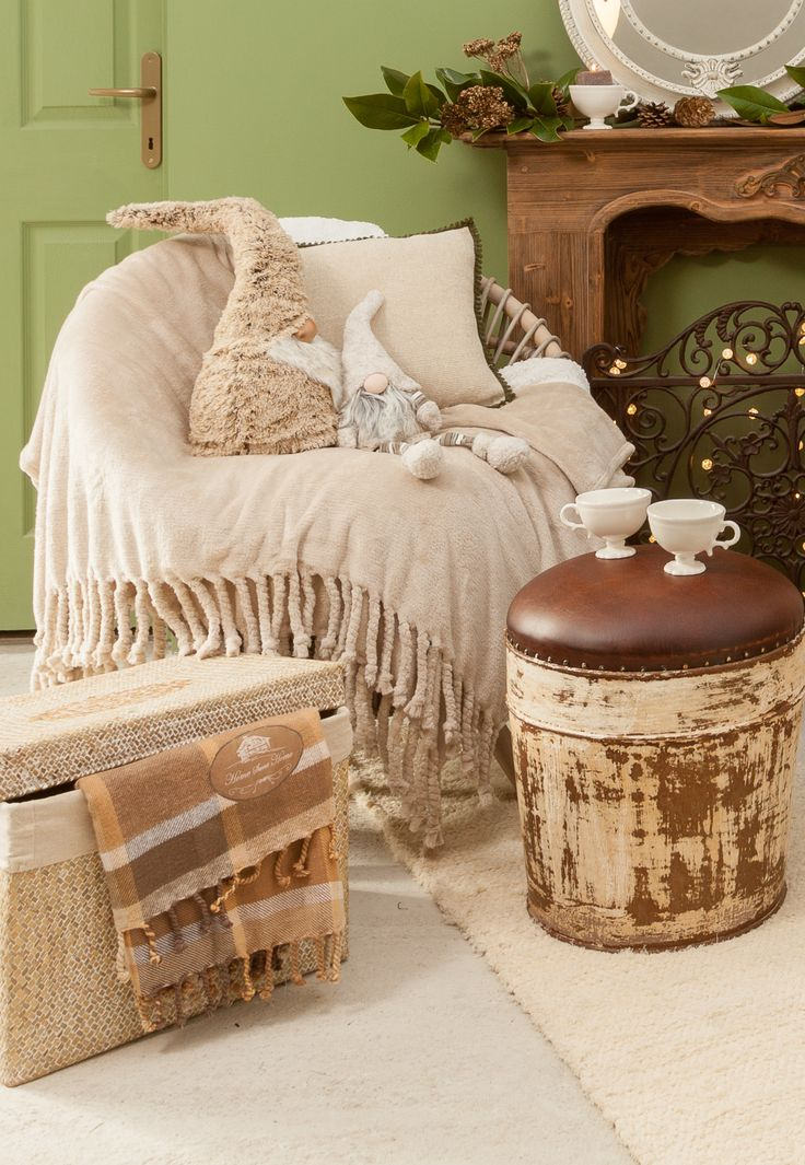 Magical cozy rooms for these unique Christmasy moments. Fluffy blankets, leather stools, ivory cups