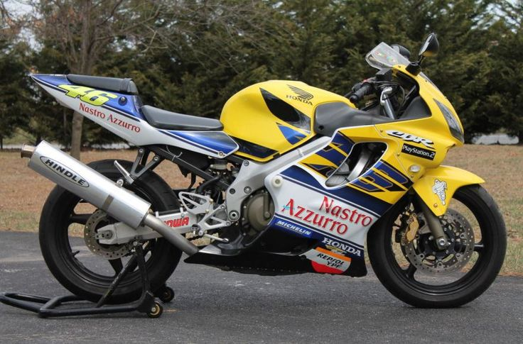 In 2001, Honda released a limited edition of their CBR600 – it was adorned in a yellow and blue livery that paid tribute to Valentino Rossi for his first year with Honda in the top level of motorcycle racing. I have not been able to confirm exact production numbers, though they were only sold in Europe and just 100 made it to the UK. It was only supposed to be a one-year model, but then Rossi won the 2001 championship, and Honda decided to release a second version of the Rossi replica.