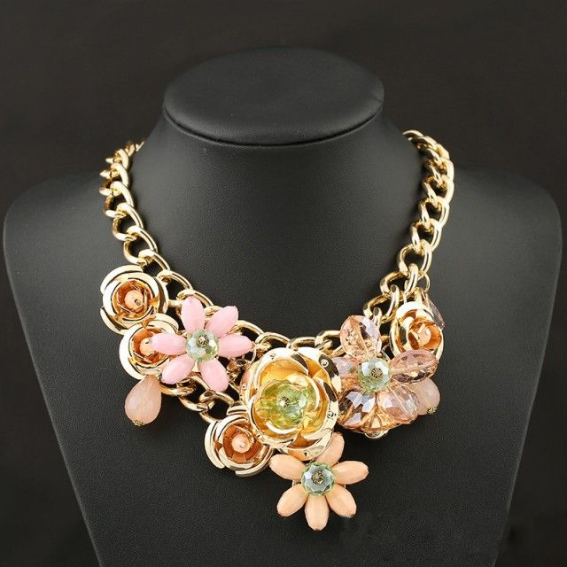 Colier cu flori si cristale aurii