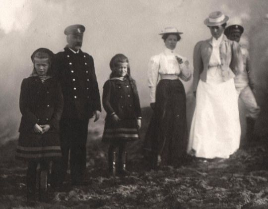 Olga and Maria with their nannies, 1907