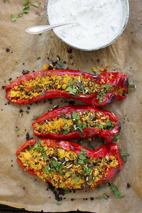 Paprika, Hirse, Kräuter, Ofengemüse, Linsen, vegan, pflanzenbasiert, Sojajoghurt