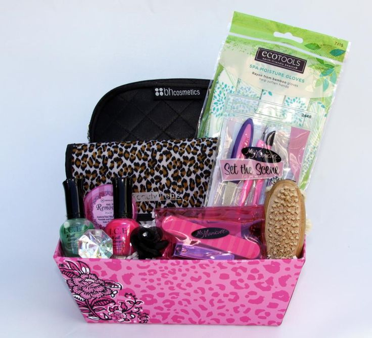 This stylish basket has just what you need for soft and glamorous hands. We also added a 5-piece makeup brush set and a makeup bag to go along. Enjoy!