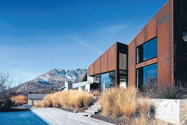 Queenstown house by Ian Athfield, New Zealand