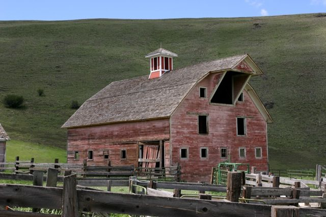 oregon barns | The Pink Barn on Crow Creek Road in Enterprise, Oregon; photo by Jan ...