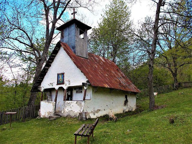 Turismul în România: Biserica de lemn din Ponoarele