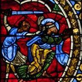 """Décollation de St Paul , cathédrale de Poitiers , France. Le mot """"décollation"""" est le synonyme désuet de """"décapitation"""".  L'élément """"col"""" se réfère au cou, qu'il s'agissait de trancher.  Ce mot ne survit aujourd'hui que dans le langage religieux (donc celui de l'art sacré) Ex. Décollation de saint Jean le Baptiste. (projet Babel)"""