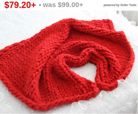 SALE FOR LOVE Chunky Knit Blanket Red Love by TheKnitBeyond