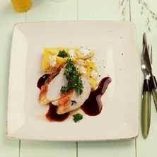 Stekt kycklingbröst med gremolata, polenta och balsamicosås