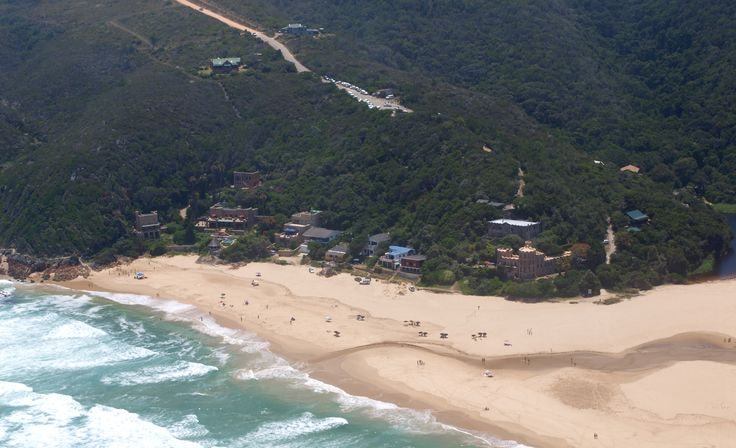 Just to the East of Knysna, at the end of a dirt road, lies Noetzie, a secluded beach which is proudly encircled by castles. It is one of the last remaining homes for the very rare African Black Oystercatcher and is therefore a conservancy