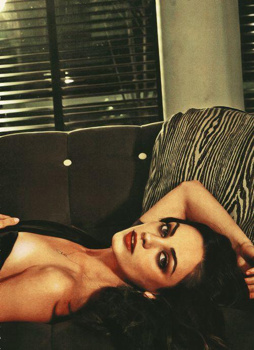 Mila Kunis | pose