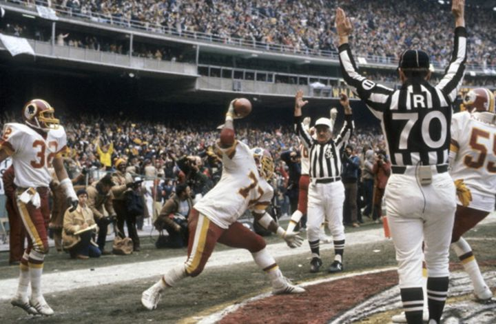77 Days 'till the #Redskins kick-off the 2017 season! #HAILYEAH #HTTR4LIFE #World  Players that have worn the #77 thru the years... Ray Krouse 1960 Fred Williams 1964 Walt Barnes 1966-68 Bill Brundige 1970-77 Joe Jones 1979-80 Darryl Grant 1981-90 Jim Wahler 1992-93 Tre' Johnson 1994-02 Randy Thomas 2003-08 Jammal Brown 2011-12 Shawn Lauvao 2014-17  Hail To The Redskins!!! - http://ift.tt/2a7gnqz