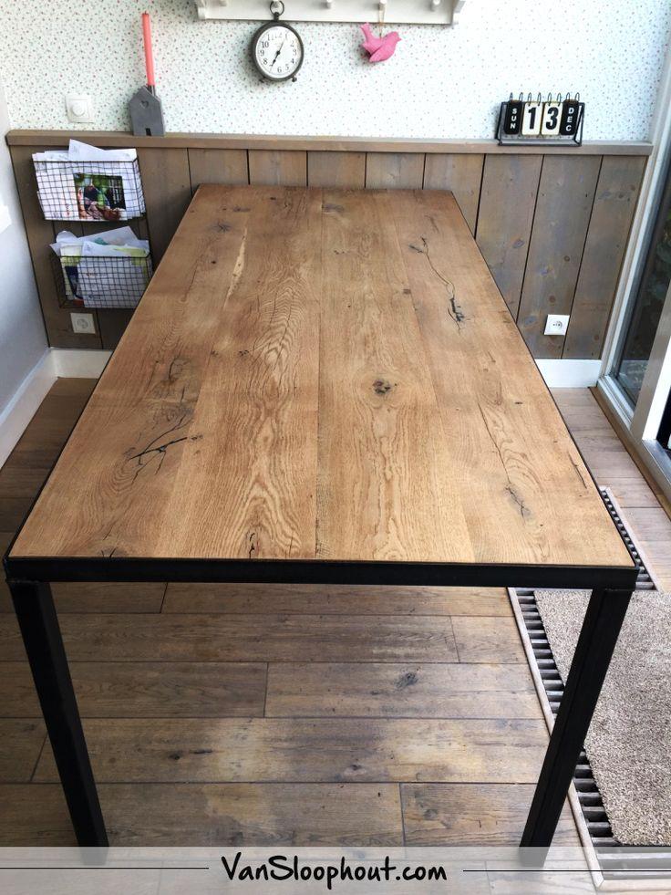 Barn wood tafel in de kleur vintage oak met stalen hoeklijn! #eiken #barnwood #staal #industrieel #wonen #interieur