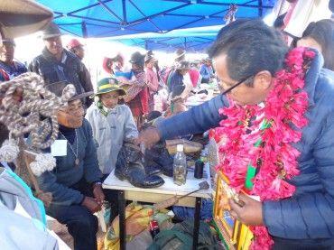 Durante el primer Encuentro Regional de Saberes Productivos del programa Pensión 65 en el distrito de Orurillo (Melgar), más de 100 adultos mayores de los cinco conos de esta localidad, participaron en la intervención Saberes Productivos, transmitiendo sus conocimientos a las nuevas generaciones. Los adultos mayores de Orurillo compartieron con escolares de la zona sus …