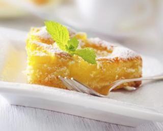 Moelleux light à l'ananas : http://www.fourchette-et-bikini.fr/recettes/recettes-minceur/moelleux-light-lananas.html