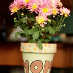 Fun and easy kids craft with tutorial -DIY hand painted Mother's Day Flower pot.