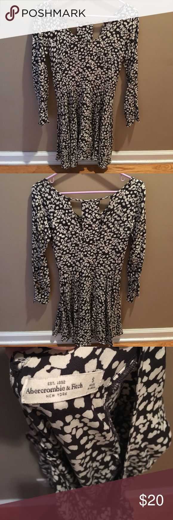 Abercrombie dress Great condition! Zips on the side! Has 2 slits on the back! Low cut! More of a creamy color! Abercrombie & Fitch Dresses Long Sleeve