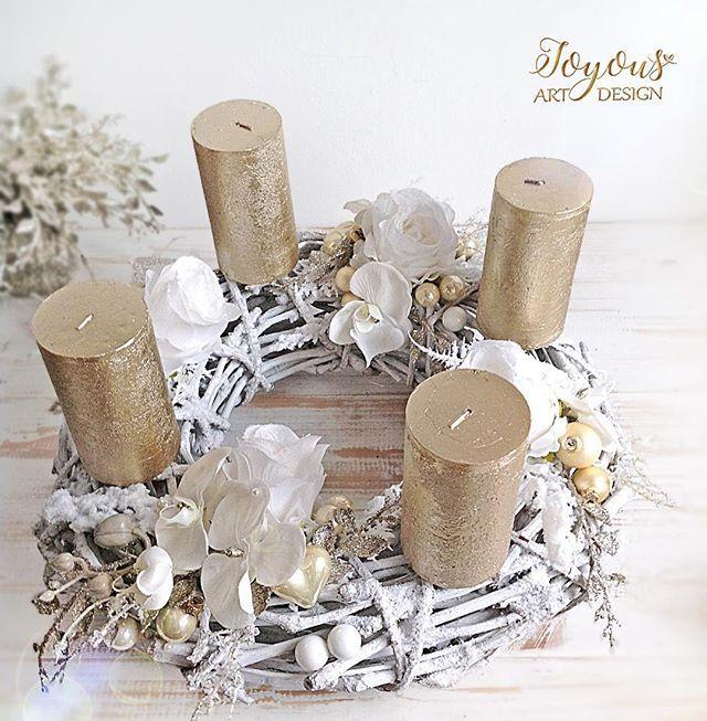 Advent uz klepe na dvere ❄️ #flercz #advent #venec #kvetiny #floristika #dekorace #praha #prague #czech #wreath #decoration #decor #flowers #candles #glamour #white #design #loveflowers #instaflower #florist #floristry #orchids #gold