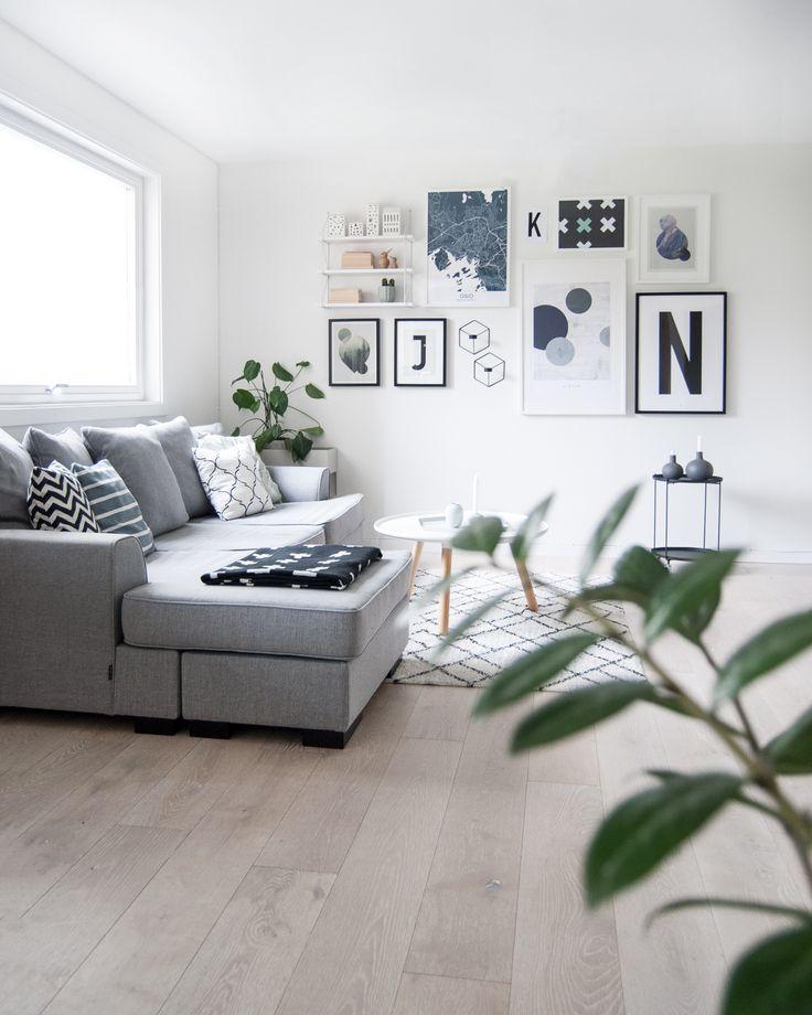 Picture wall with Geometric Circle #picturewall #bigletters #minimalistic #geometricposter #menuworld #livingroominspo #scandinavianlivingroom