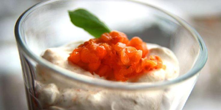 Multekrem - Multekrem hører til blant våre mest populære desserter til jul. Dette er en helt klassisk oppskrift på multekrem.