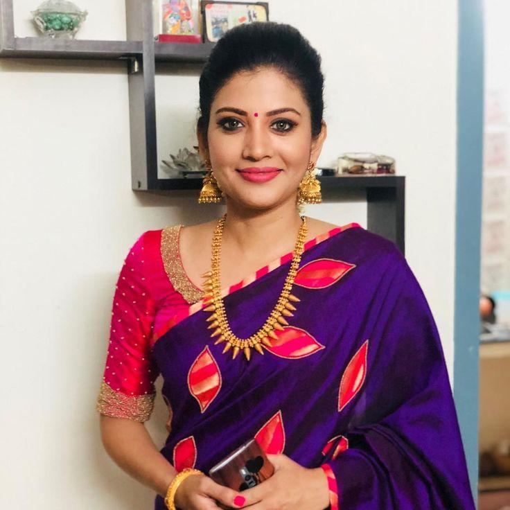 @vijiknr #traditionallook #shivadhanair #vikadanawards2018 #bestactress #athekangal #makeup&hair