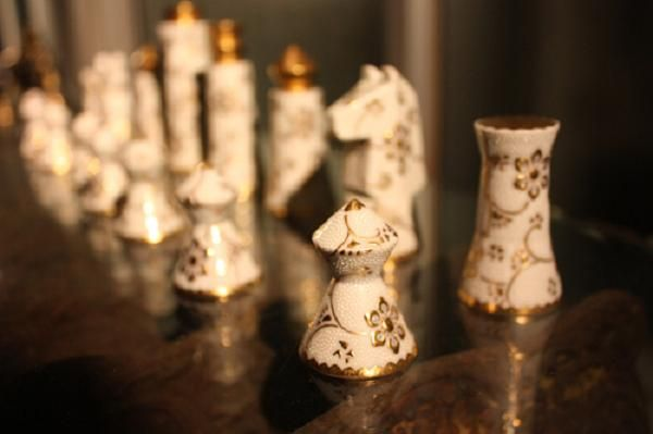 These unique design patterns have been created by a New York designer, Alexander Gelman. He has developed the chess sets in four different types of extremely fine Japanese craftsmanship – fuki-urushi (wood lacquering), makie (gold lacquering), haku (platinum lacquering) and kutani (hand decorated ceramic pieces with intricate patterns).