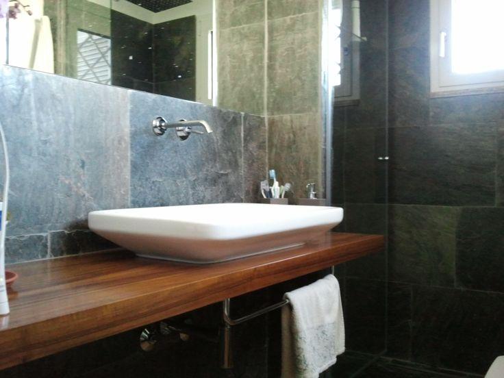 Oltre 25 fantastiche idee su doccia in pietra su pinterest log bagni cabina doccia rustica e - Bagno in ardesia ...