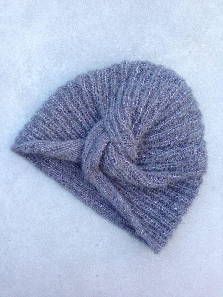 Il y a quelques temps j'ai flashé sur le bonnet turban de la marque Des Petits Hauts, mais beaucoup moins sur le prix (55 euros pour un bonnet faut pas pousser mémé…) alors me voici lan…