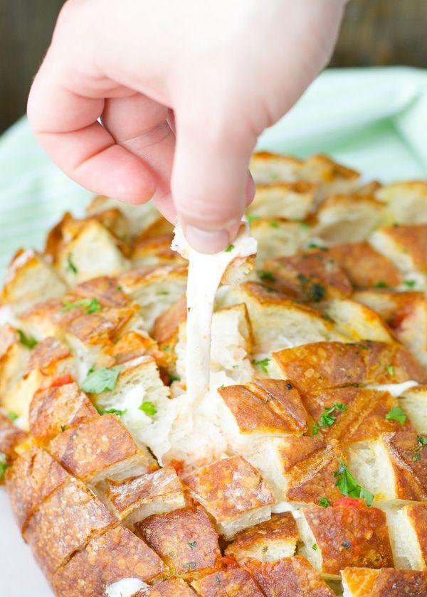 easy-cheesy-tomato-mozzarella-caprese-pull-apart-bread-crowd-pleaser