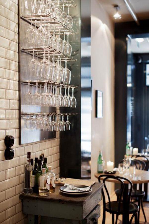Eén nacht Den Haag. Het onlangs geopende South of Houston in Den Haag (Lange Houtstraat 3) is vernoemd naar de bekende wijk SoHo in New York. De bar staat inmiddels bekend om de verrukkelijke dry aged meat en de wijnen van Marius Jouw Wijnvriend (waar JAN's wijnblogger Leonie werkt). En omdat het bijna cult is, moet je gewoon slapen bij Hotel des Indes (vanaf € 175,- voor een tweepersoonskamer). Southofhouston.nl