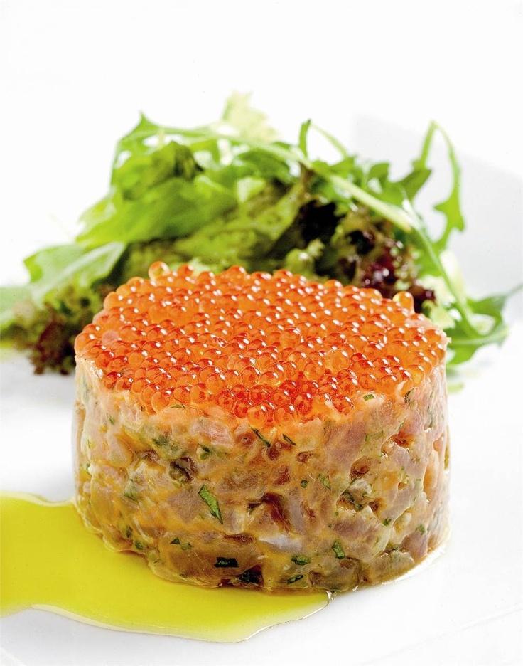Tartar de atún con caviar de trucha. ¡Brillante!