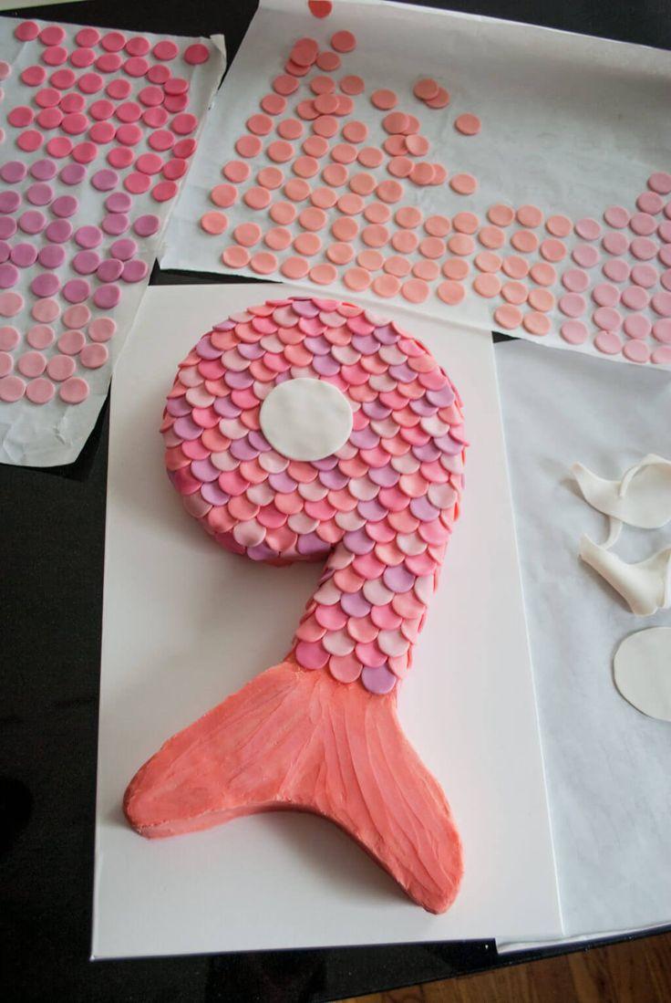 Wie man eine Meerjungfrau-Geburtstagstorte mit Fondantschuppen und Schwanz für Kinder macht. Machen …   – Cakes