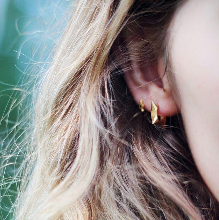 Petit Diamond Creol and Petit Bon-Bon with Black Zircon. ✨ #petitdiamondcreol #petitbonbon #earrings #mixnmatch #lovethismix #sterlingsilver #gold #danishdesign #earlove #makeyourownlook #earcandy #stinea #stineajewelry