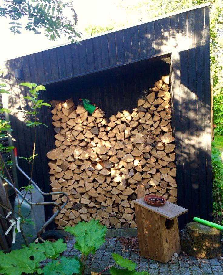 Erika & Nikolajs cool garden shed /wood storage