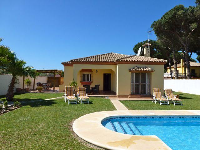 Casas bonitas con jard n 640 480 casas - Casas con jardines ...