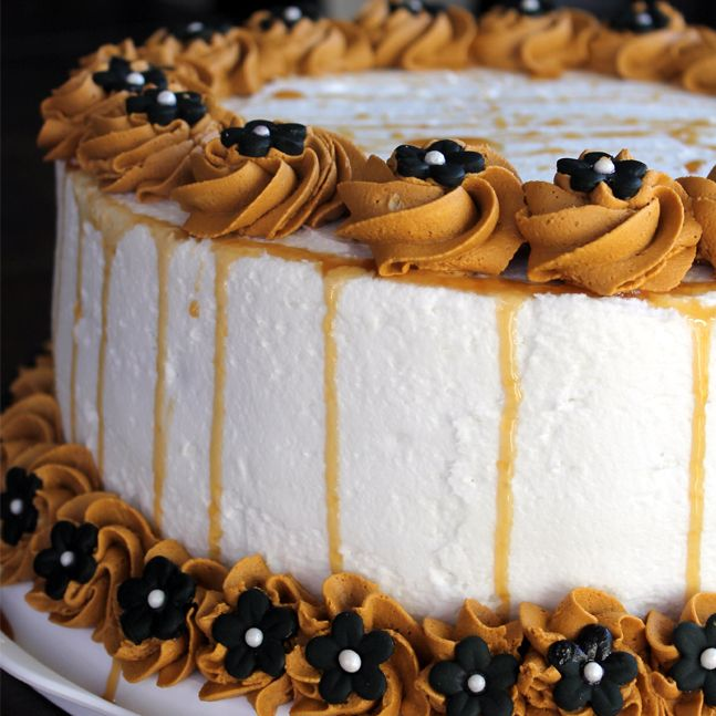 Cake Decoration With Chocolate Syrup : Chocolate Cake with Caramel Sauce ~ www ...