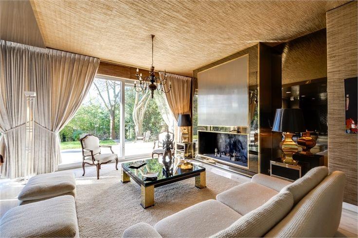 Sublime maison contemporaine à vendre chez Capifrance à Garches.     De nombreux atouts : 9 pièces, 6 chambres, et un terrain de 1002 m².    Plus d'infos > Olivier Charon, conseiller immobilier Capifrance.