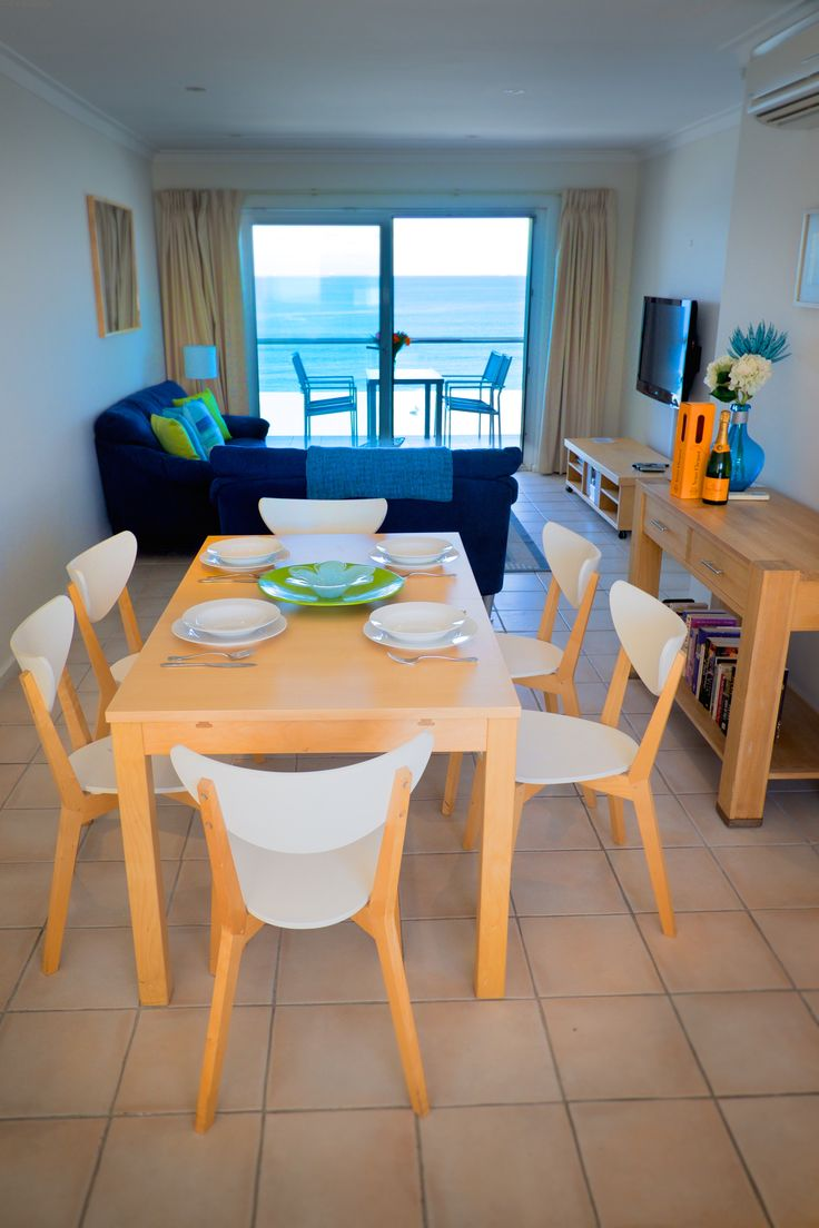 https://www.cbhstays.com.au/properties/oceanview-beach-apartment