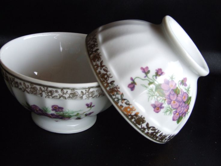 French Vintage Cafe au Lait bowls Limoge Sofafits//Limoges Pottery//Cafe au lait//French Coffee Bowls - pinned by pin4etsy.com