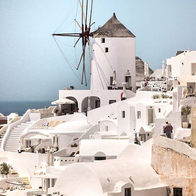 Oia, Greece      Photo By: @christinatouloumtzidou    #santorini #oia #greece