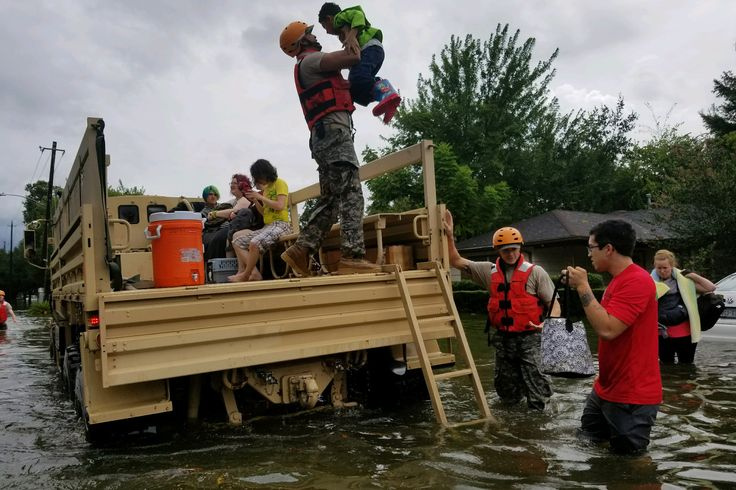 Texas National Guard soldiers assist residents affected by flooding caused by Hurricane Harvey in Houston Texas Aug. 27 2017 [22091473]