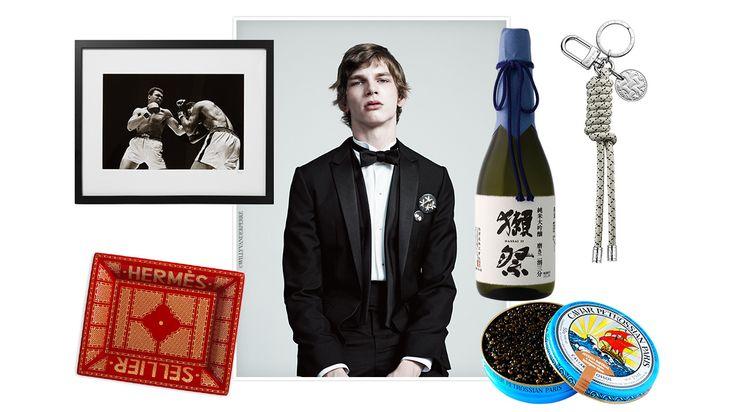 Classiques mode, dîner à deux, effluves pur luxe ou week-end d'exception… Vogue Hommes sélectionne 40 cadeaux idéaux à offrir ou à s'offrir, les yeux fermés.
