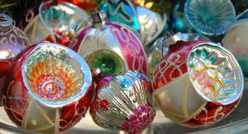Old fashioned ornaments - I love old Christmas decorations!